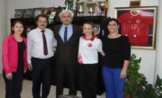 Dünya Şampiyonu Ayşe Begüm'den Belediye Başkanı Salih Hızlı'ya teşekkür