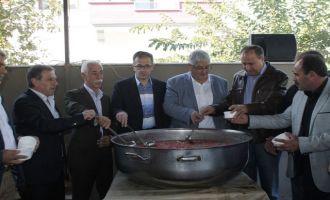 Erzurumlular Derneği, geleneksel aşure hayrını yaptı