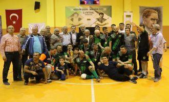 Futsal turnuvasında şampiyon 1970 Akigo takımı oldu