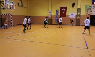 Futsal turnuvası çekişmeli geçiyor