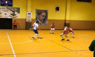 Hüseyin Çeçen ve Armağan Özeş Futsal turnuvasında 1 hafta geride kaldı