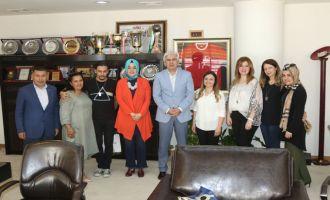 Kadın Girişimcilerden Üniversite Derneğine 44 bin lira bağış