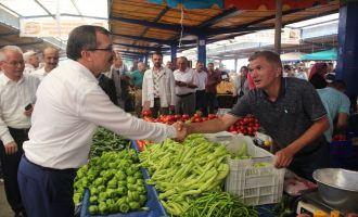 Manisa Milletvekili Uğur Aydemir, pazarcı esnafını ziyaret etti