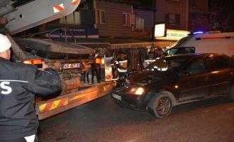 Otomobil Miksere Çarptı 1 Yaralı