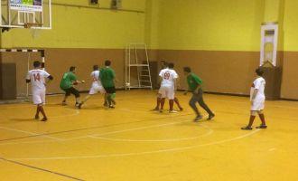 Satır Mustafa ve Taksi Zeki 2. Futsal Turnuvası çekişmeli geçiyor
