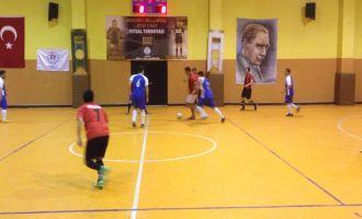Satır Mustafa ve Taksi Zeki 2. Futsal Turnuvasında 2 hafta geride kaldı