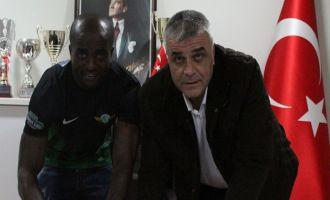 T.M. Akhisarspor, Dany Achille Nounkeu'yu Renklerine Bağladı